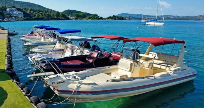 Louer Semi-rigide avec ou sans skipper Eagle à Lefkada (Île)