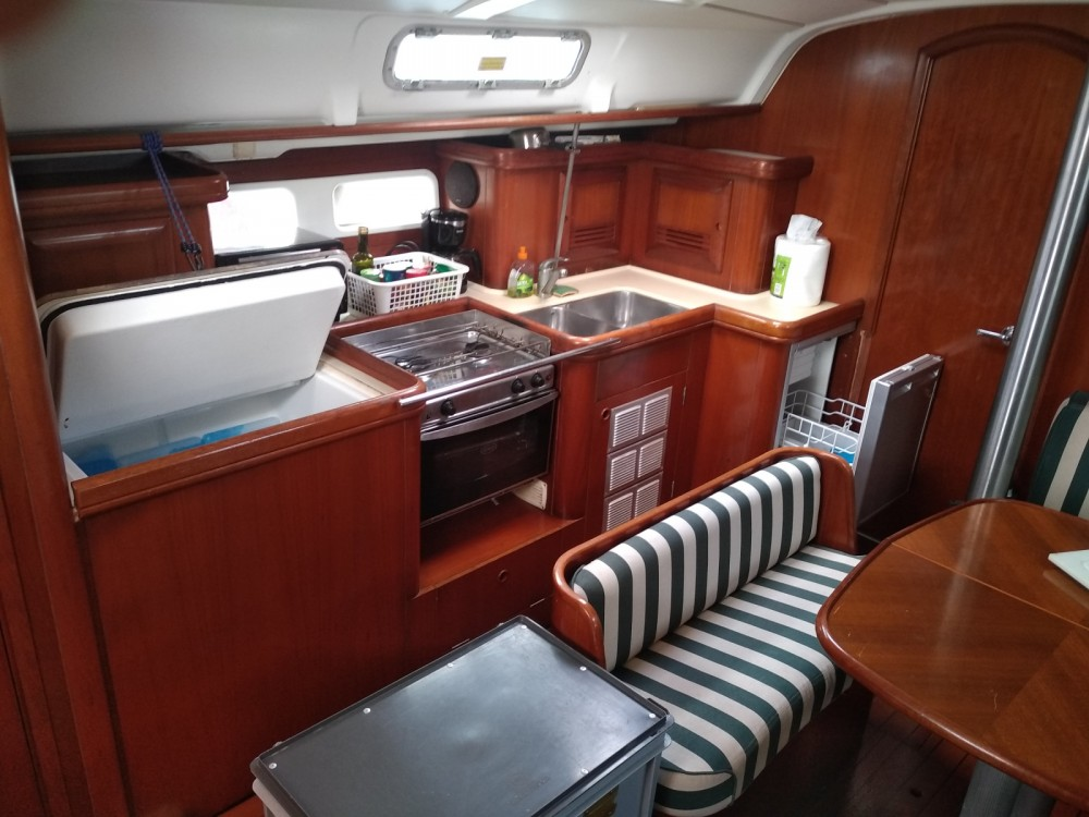 Bénéteau Oceanis 411 Clipper between personal and professional Grand-Bourg