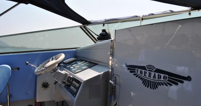 Louer Bateau à moteur avec ou sans skipper Tornado à Salerno