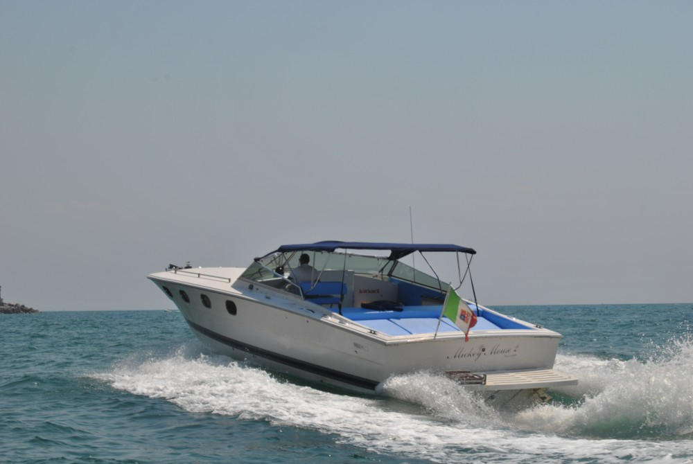 Motor boat for rent Salerno at the best price