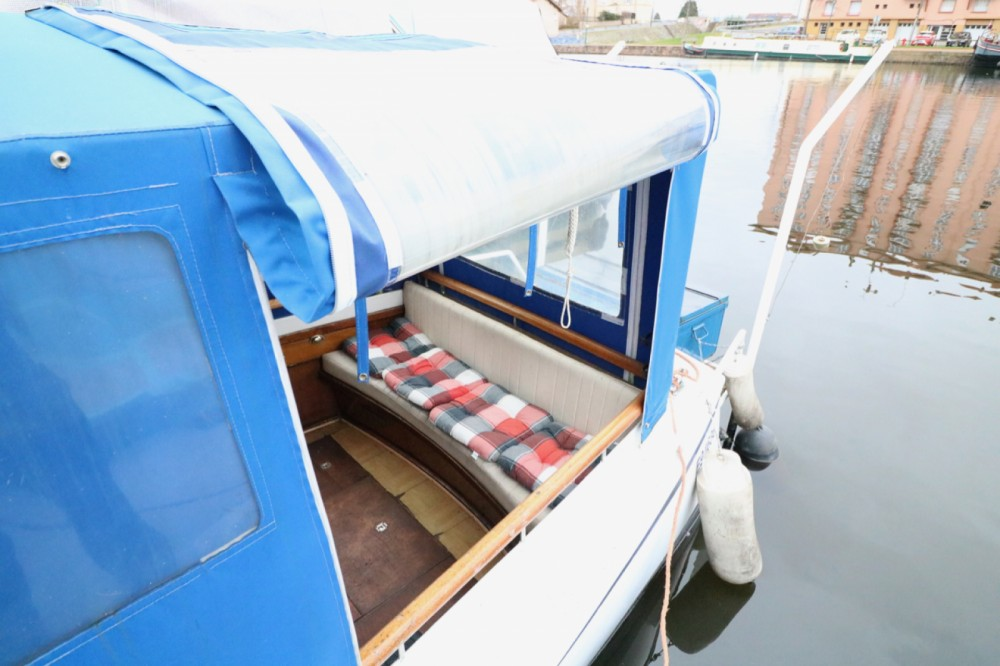 Houseboat for rent Colombiers at the best price