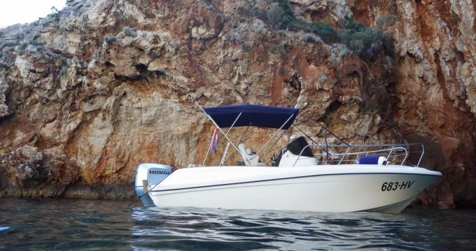 Louer Bateau à moteur avec ou sans skipper Insidias Marine à Hvar