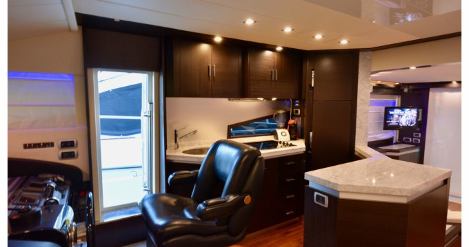 Location Yacht Dominator avec permis