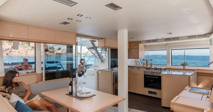 Location yacht à Adamantas - Lagoon Lagoon 52 - 4 cabin version sur SamBoat