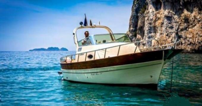 Location bateau Fratelli Aprea Sorrento 7,50 Semi Cabinato à Positano sur Samboat