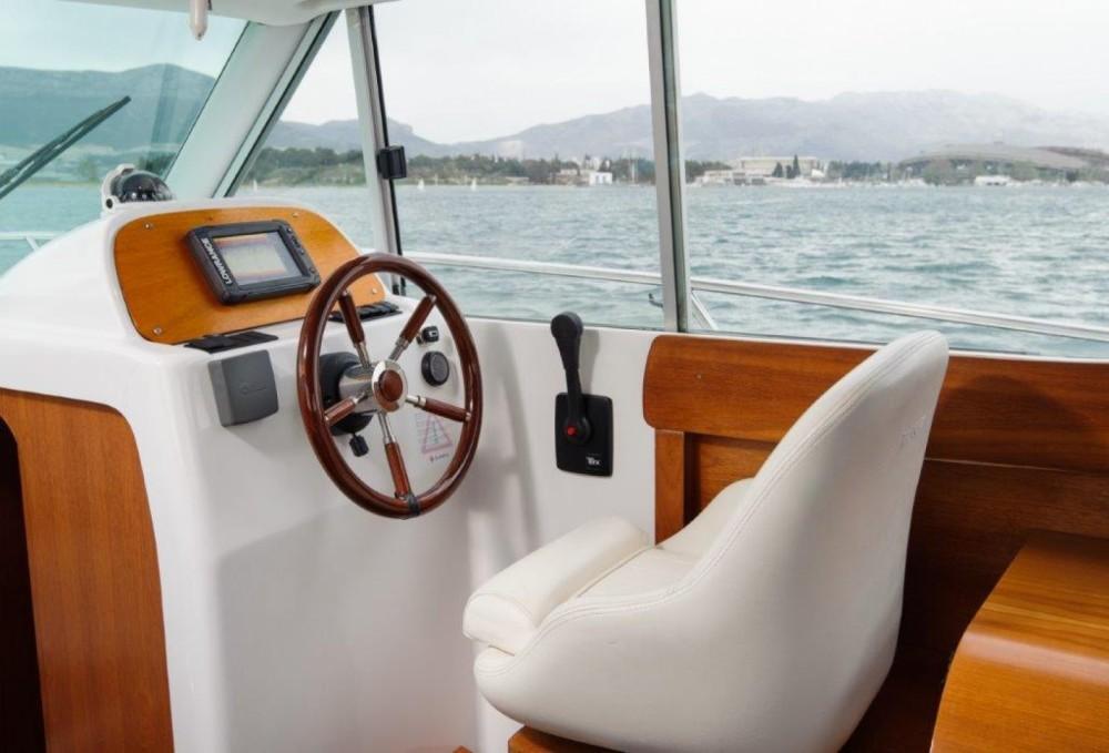 Rental yacht Split - Jeanneau Merry Fisher 805 on SamBoat
