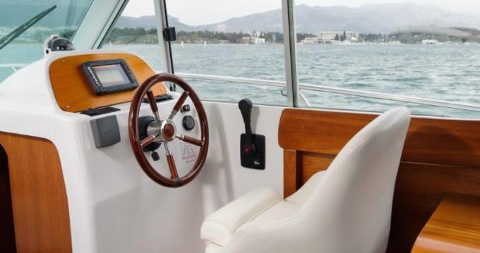 Bateau à moteur à louer à Split au meilleur prix