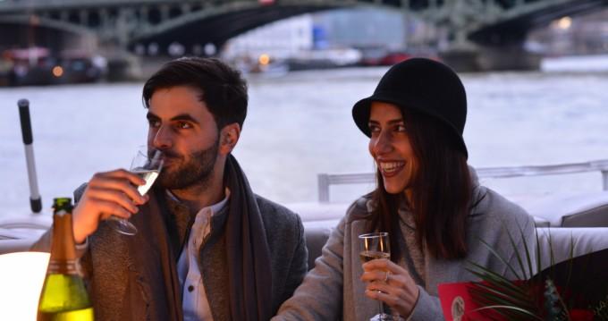 Southland Pontoon-boat entre particuliers et professionnel à Paris