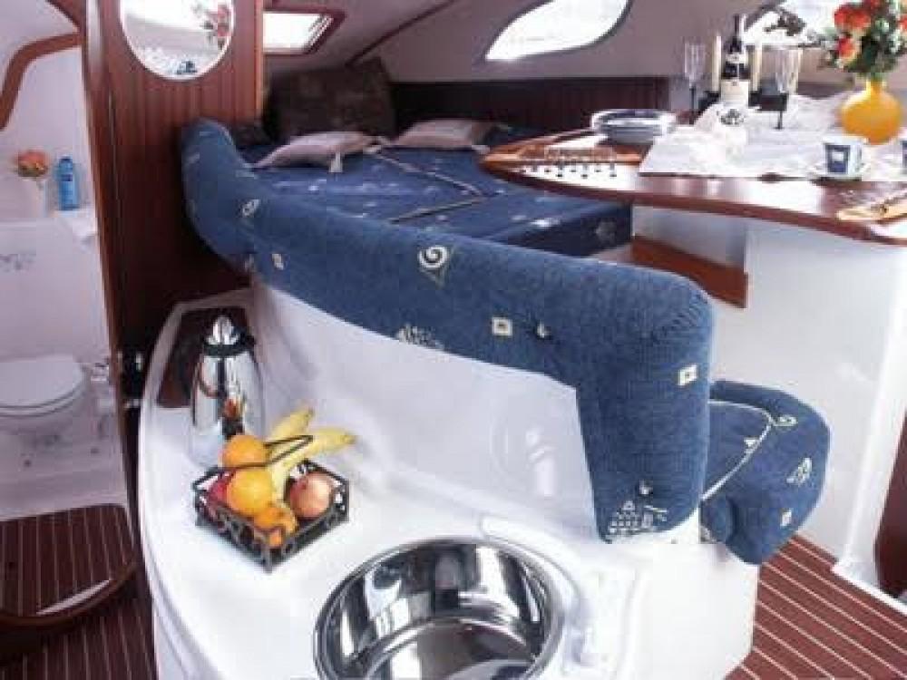 Louer Bateau à moteur avec ou sans skipper Bond Yachts à Propriano