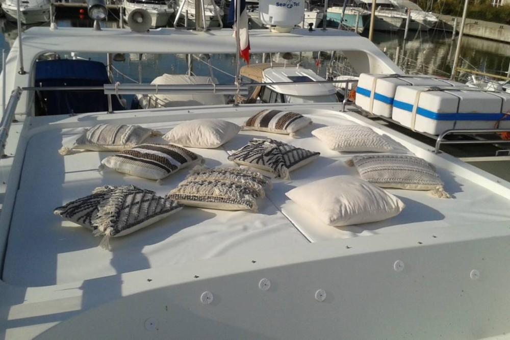 Location yacht à Le Grau-du-Roi - Johnson Johnson 65 sur SamBoat