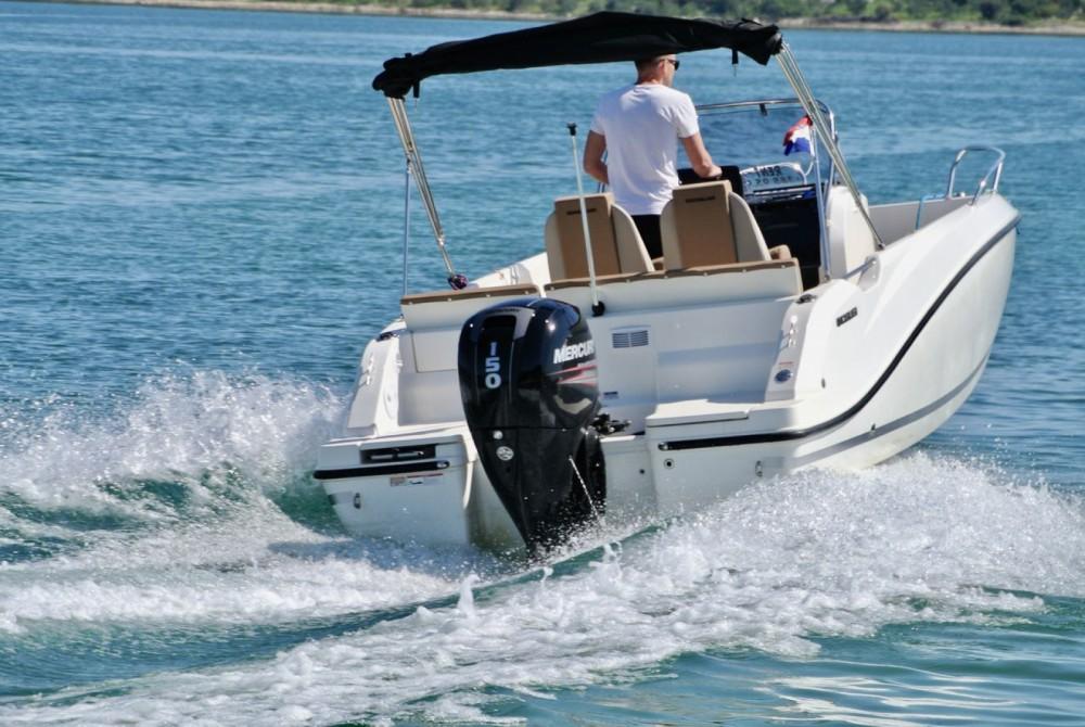 Louer Bateau à moteur avec ou sans skipper Quicksilver à Zadar