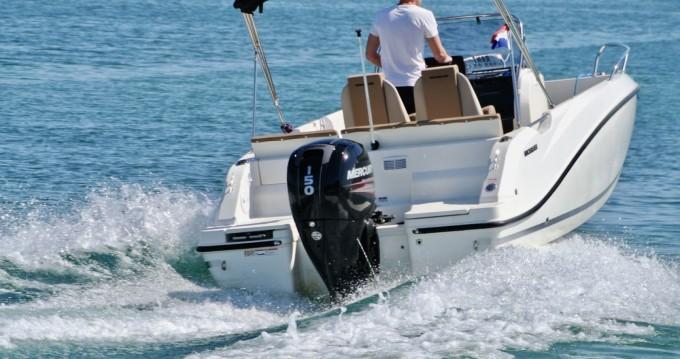 Alquiler de Quicksilver Activ 605 Open Pack Sport en Zadar
