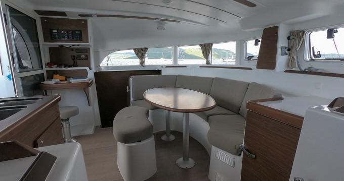Location bateau Le Marin pas cher Lagoon 380 S2