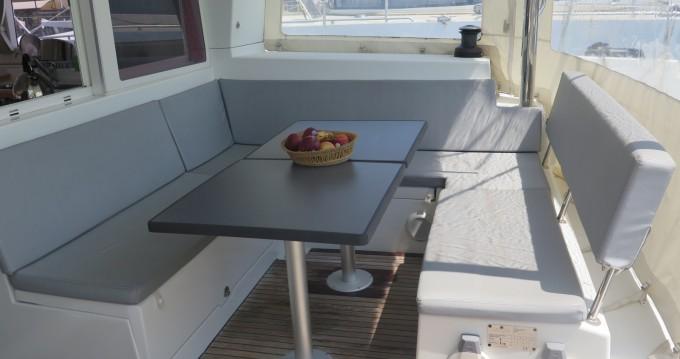 Location bateau Lagoon Lagoon 400 à Martigues sur Samboat