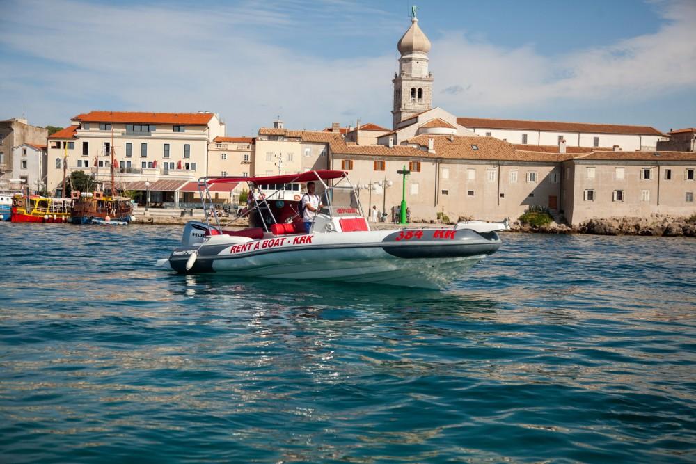 Rent a Marlin Boat Dynamic 790 Krk