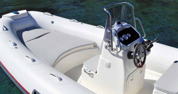 Louer Semi-rigide avec ou sans skipper Bwa à Ponza