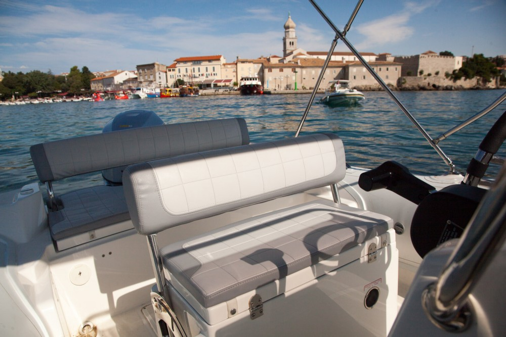 Rent a Marlin Boat Dynamic 630 Krk