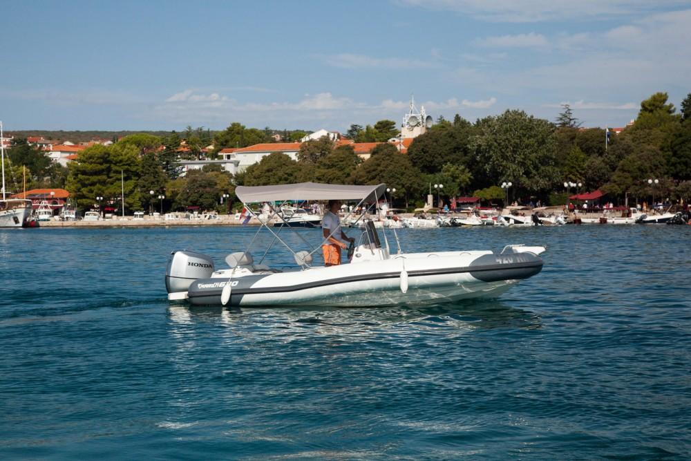 Louer Semi-rigide avec ou sans skipper Marlin Boat à Krk