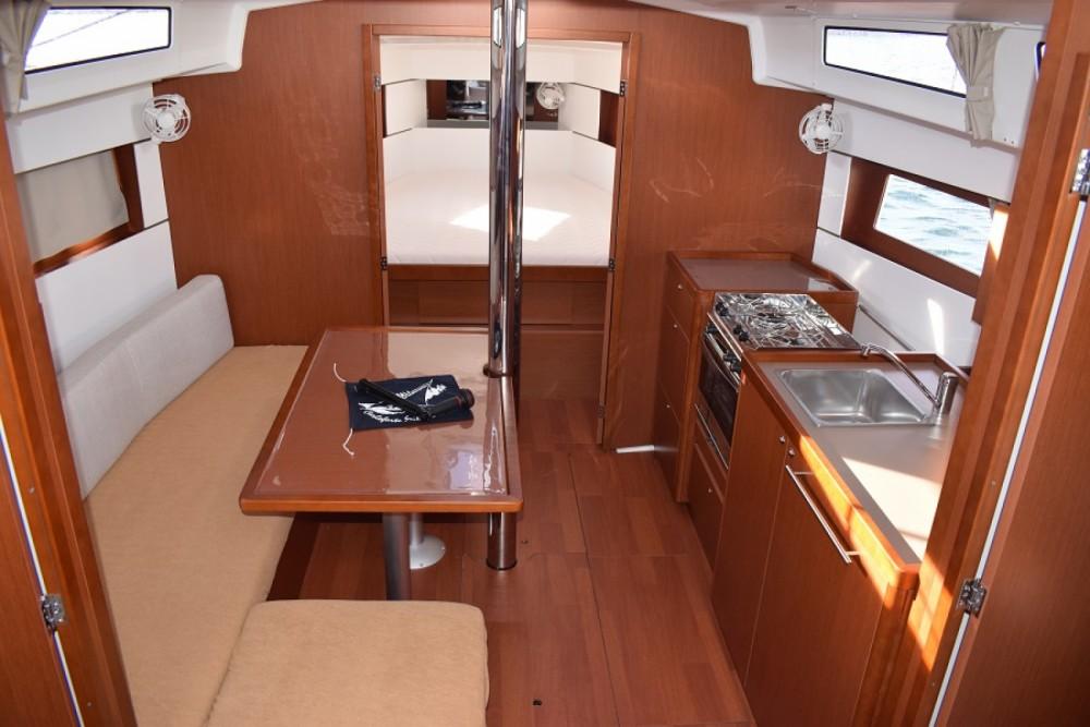 Location yacht à Carloforte - Bénéteau Oceanis 38 sur SamBoat