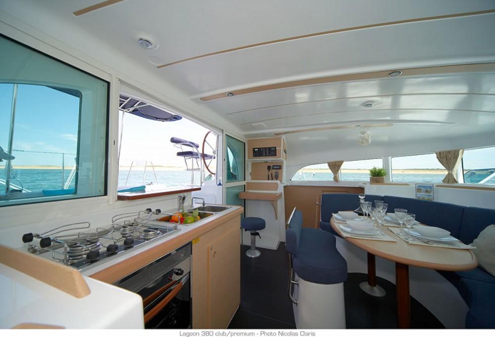 Lagoon Lagoon 380 zwischen Privatpersonen und professionellem Anbieter Ajaccio