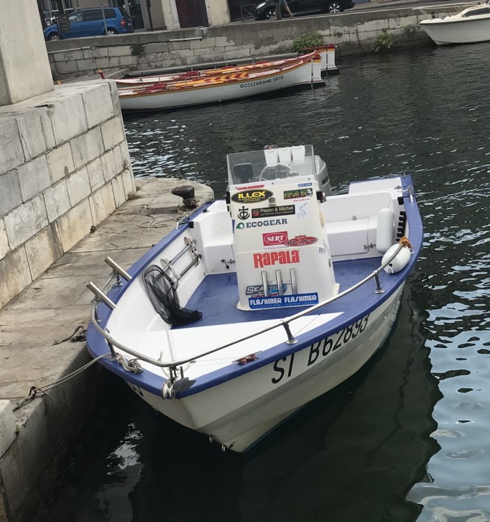 Rental Motor boat Pro-2000 with a permit