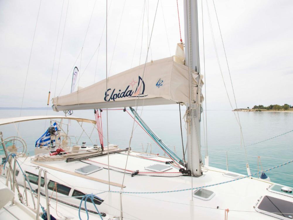 Location bateau Jeanneau Sun Odyssey 45 à Vatopedi sur Samboat