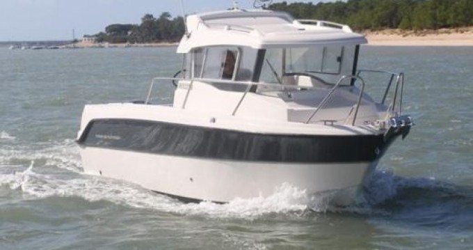 Rent a Parker PilotHouse 660 La Rochelle