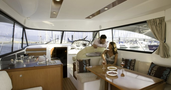 Hire Motor boat with or without skipper Bénéteau Marina LAV