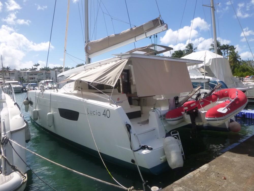 Location bateau Fountaine Pajot Lucia 40 à Les Trois-Îlets sur Samboat