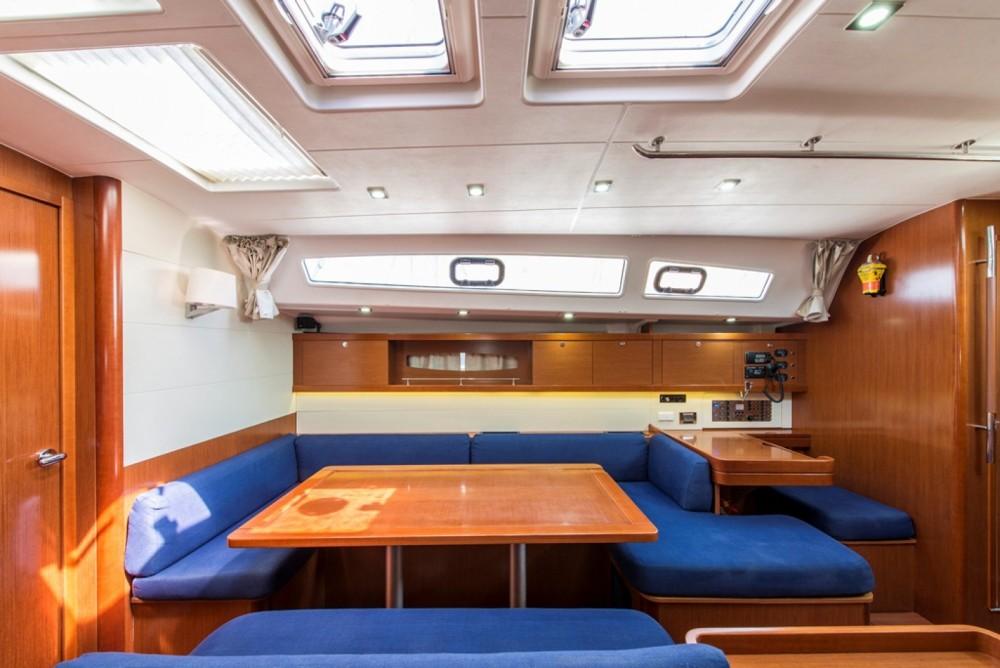 Location bateau Laurion pas cher Oceanis 50 Family