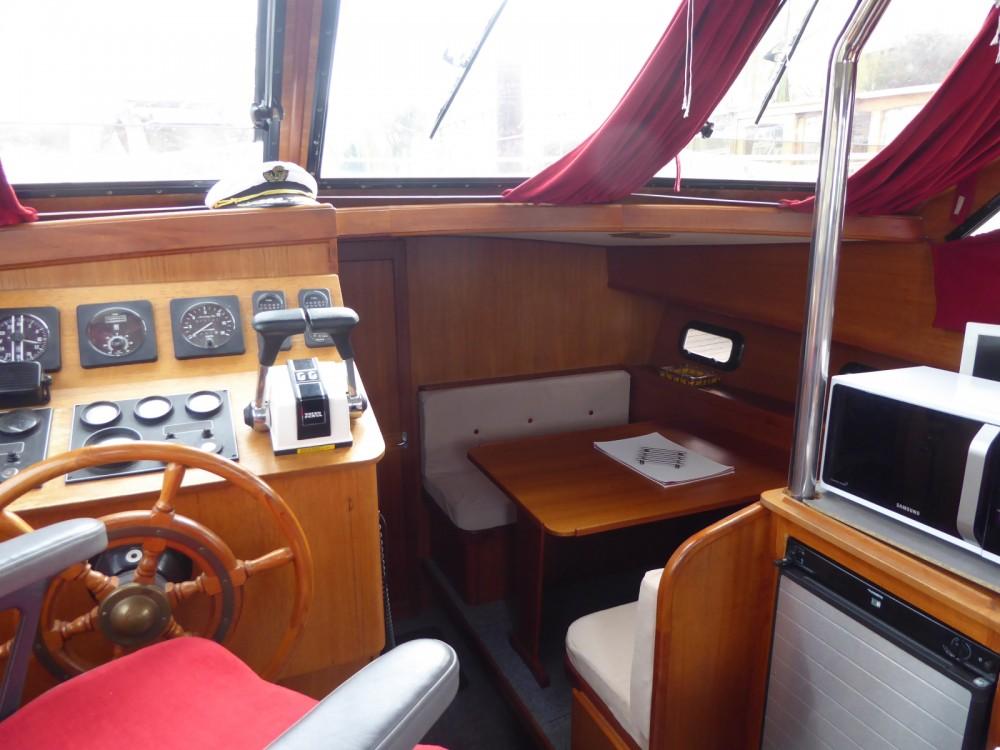 Boat rental Rouen cheap Unico 1100 fly