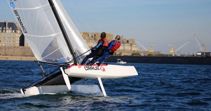 Louez un Catamaran-F16 Cirrus Q à Saint-Malo