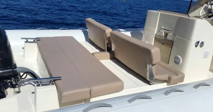 Louer Semi-rigide avec ou sans skipper Scanner à Salerno