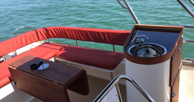 Location bateau Lège-Cap-Ferret pas cher Beacher V10 Croisière