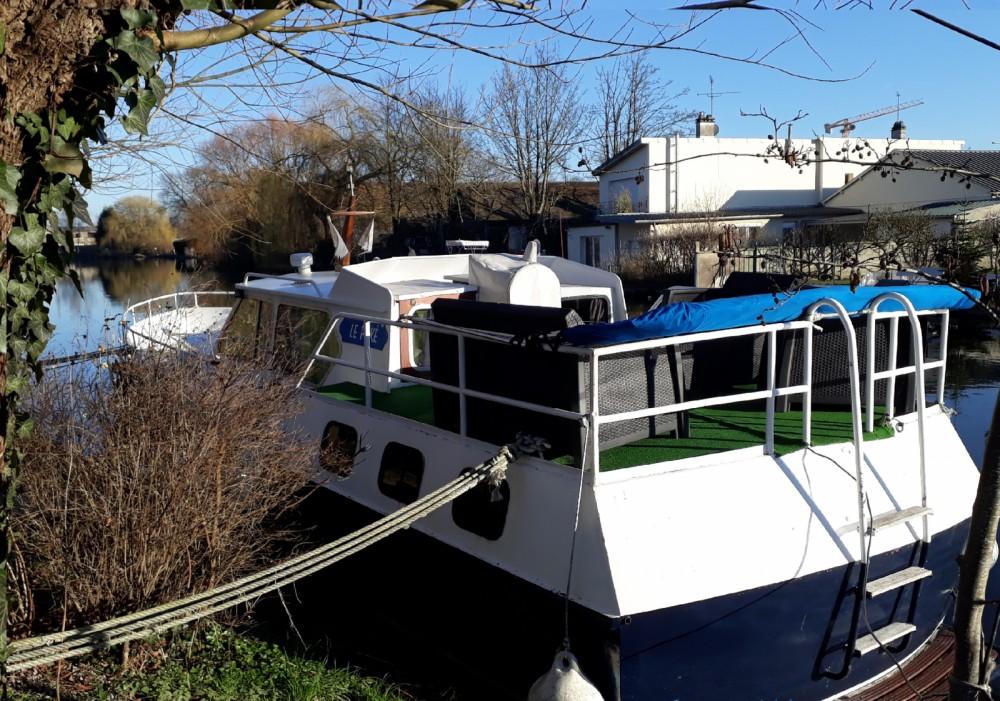 Location Bateau à moteur à Amiens - Beach-Craft Vedette hollandaise