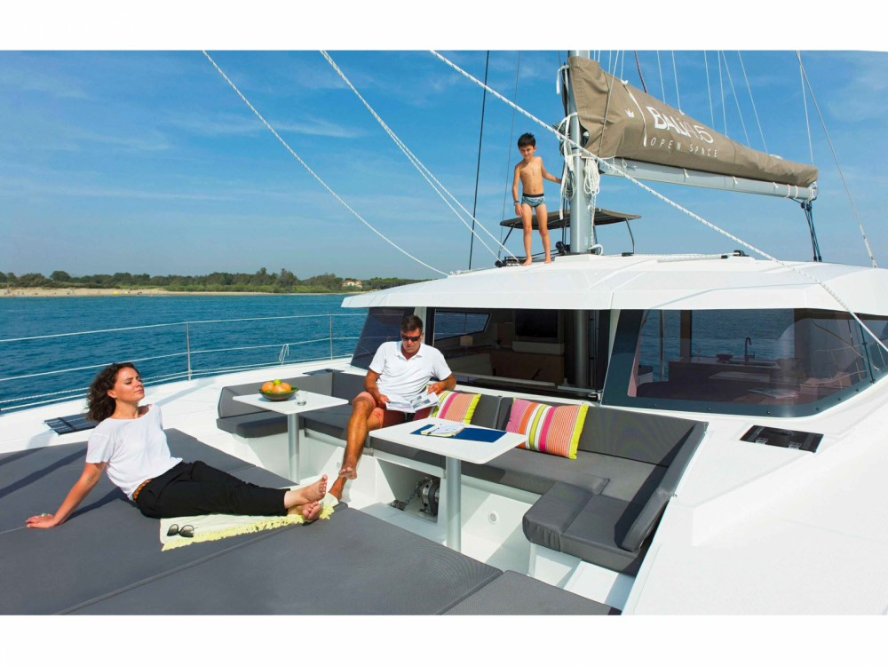 Catamaran for rent Páros at the best price