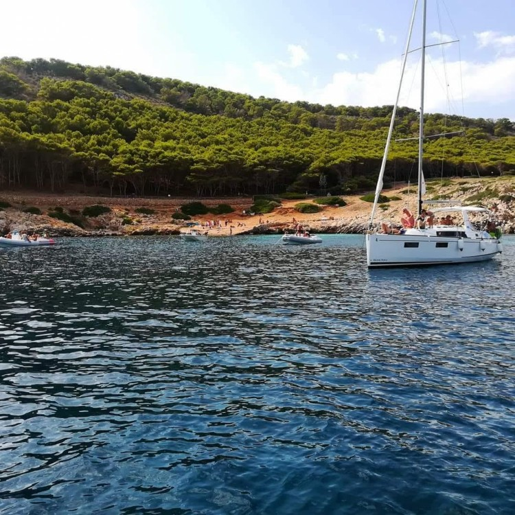 Hire Sailboat with or without skipper Bénéteau Favignana
