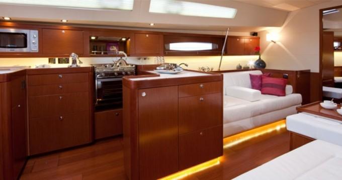 Location bateau Furnari pas cher Oceanis 58
