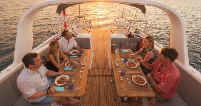Barca a vela a noleggio Αττική al miglior prezzo