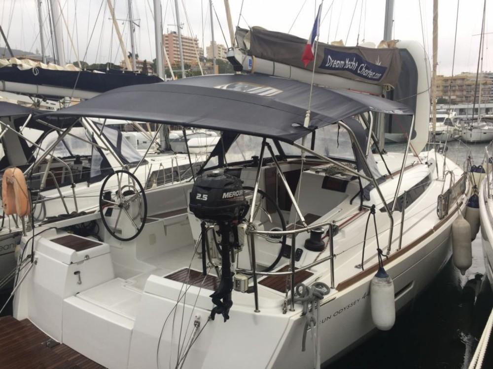Jeanneau Sun Odyssey 449 zwischen Privatpersonen und professionellem Anbieter Neapel