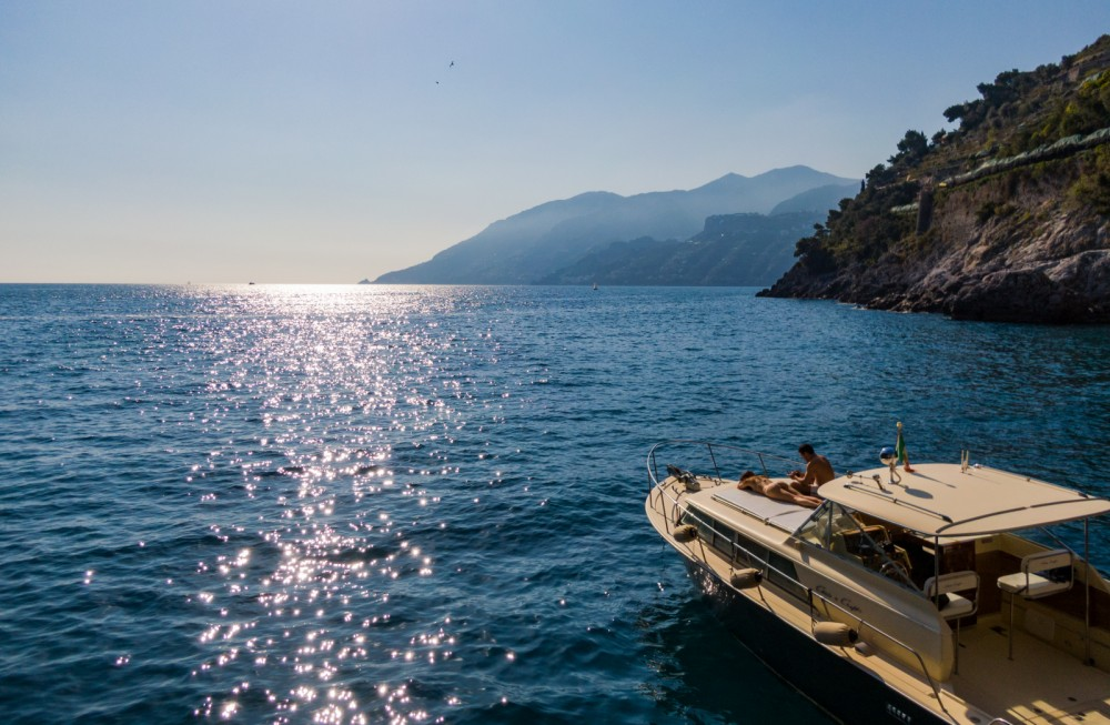 Hire Motor boat with or without skipper Chris Craft Amalfi