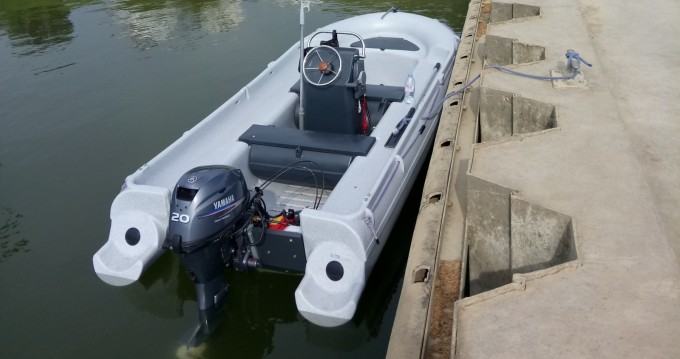 Louer Bateau à moteur avec ou sans skipper Fun Yak à Mâcon