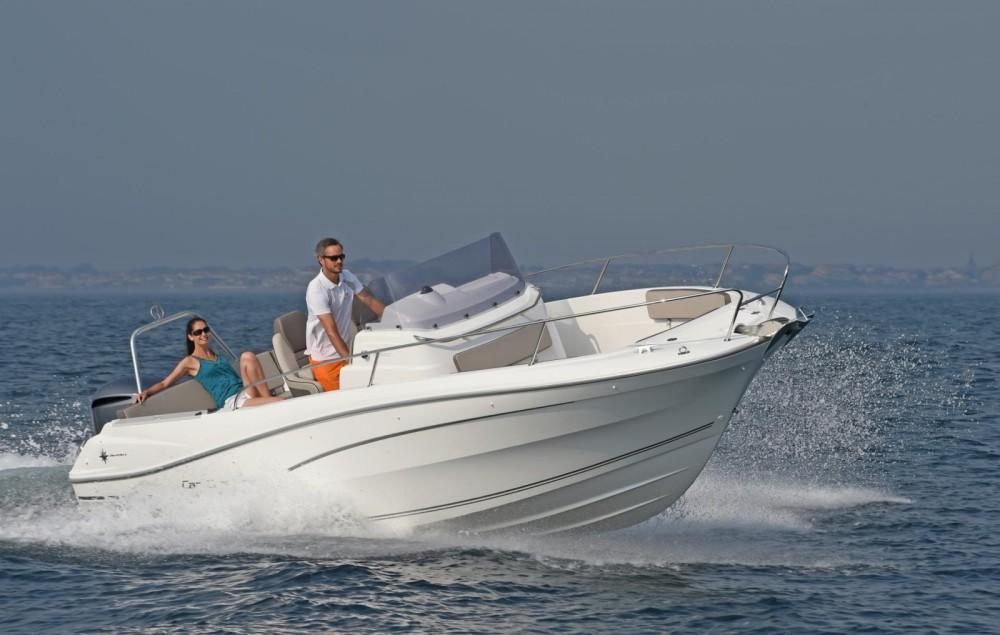 Rental Motor boat in Maó - Jeanneau Cap Camarat 7.5 CC Serie 2