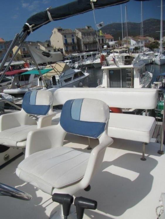 Rental yacht Sardinia - Sea Ray Sea Ray 340 Sedan Bridge on SamBoat