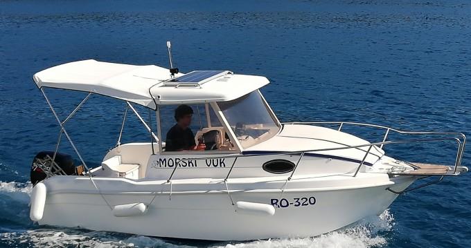 Noleggio Barca a motore con o senza skipper SAVER 620 WA Traù