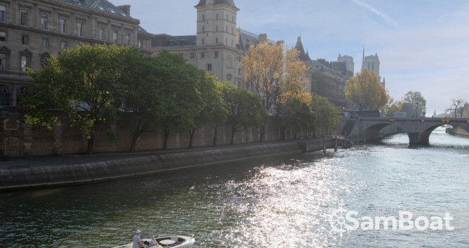 Motor boat for rent Paris at the best price