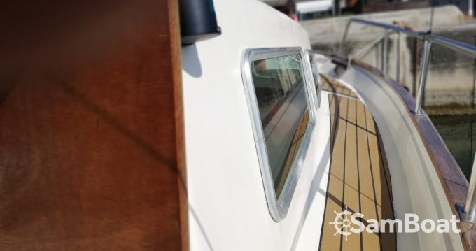 Rental Motor boat Majoni with a permit