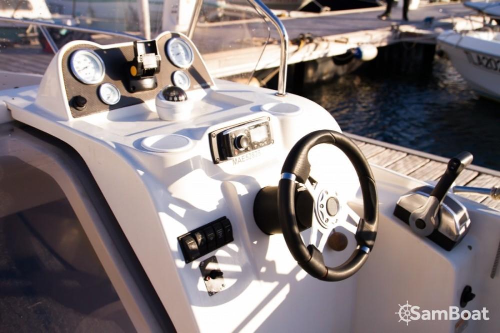 Louez un Quicksilver Quicksilver 675 Activ Sundeck à Marseille