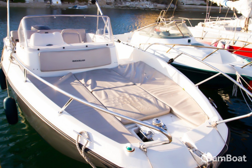 Location bateau Marseille pas cher Quicksilver 675 Activ Sundeck