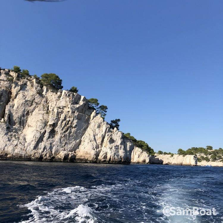 Location bateau Quicksilver Quicksilver 675 Activ Sundeck à Marseille sur Samboat
